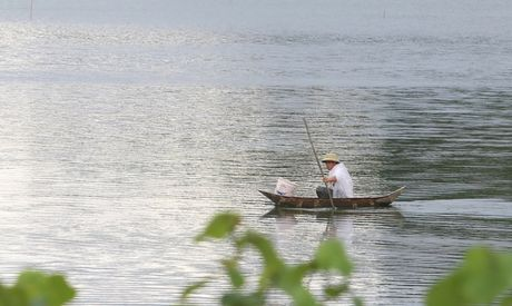 Bao tan, nguoi dan Ha Long tro lai sinh hoat binh thuong - Anh 4