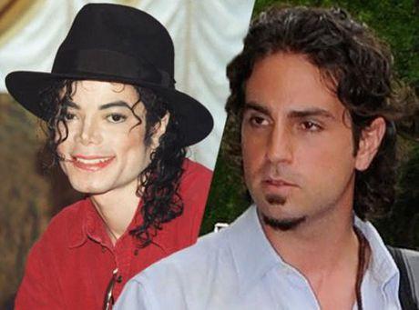 Nan nhan cua Michael Jackson tiet lo them tinh tiet gay soc ve vu an au dam - Anh 1