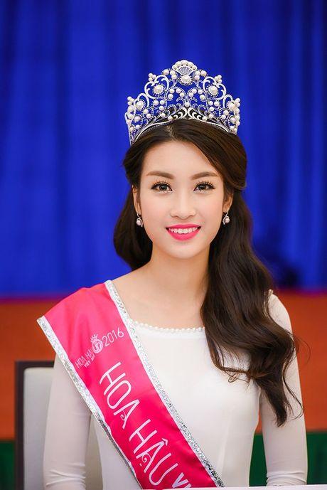 Hoa hau Do My Linh day dut vi khong the co mat ngay voi ba con vung lu - Anh 1