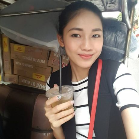 Hoa hau Do My Linh day dut vi khong the co mat ngay voi ba con vung lu - Anh 4