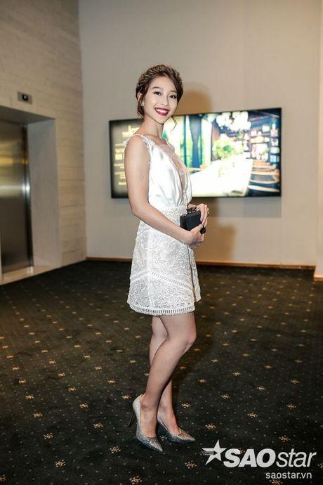 Angela Phuong Trinh dan thu cung len tham do, cung Chi Pu, Kieu Diem chiem spotlight tai Chung Thanh Phong show - Anh 12