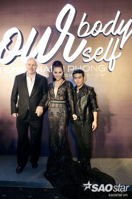Angela Phuong Trinh dan thu cung len tham do, cung Chi Pu, Kieu Diem chiem spotlight tai Chung Thanh Phong show - Anh 20