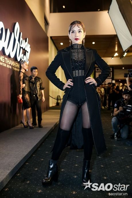 Angela Phuong Trinh dan thu cung len tham do, cung Chi Pu, Kieu Diem chiem spotlight tai Chung Thanh Phong show - Anh 24