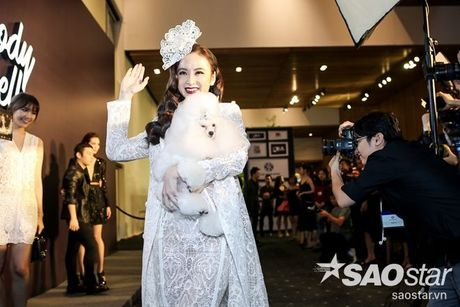 Angela Phuong Trinh dan thu cung len tham do, cung Chi Pu, Kieu Diem chiem spotlight tai Chung Thanh Phong show - Anh 2