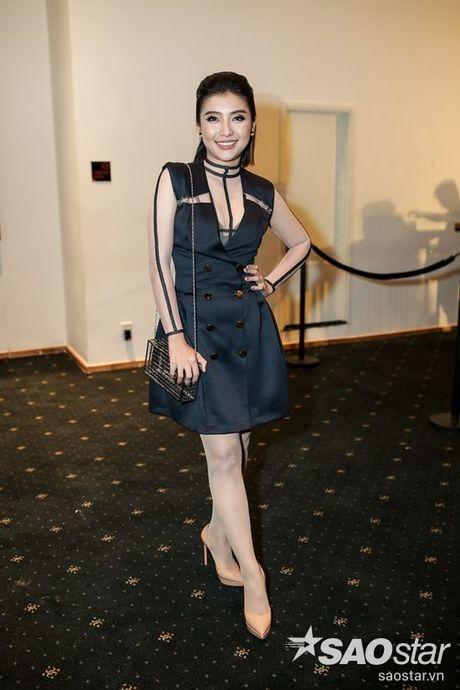 Angela Phuong Trinh dan thu cung len tham do, cung Chi Pu, Kieu Diem chiem spotlight tai Chung Thanh Phong show - Anh 6