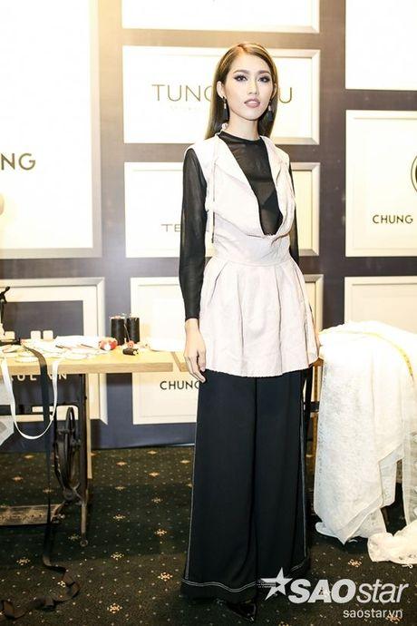 Angela Phuong Trinh dan thu cung len tham do, cung Chi Pu, Kieu Diem chiem spotlight tai Chung Thanh Phong show - Anh 7