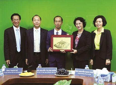 Doan DBQHVN tham nha may sua Angkor cua Vinamilk tai Campuchia - Anh 2