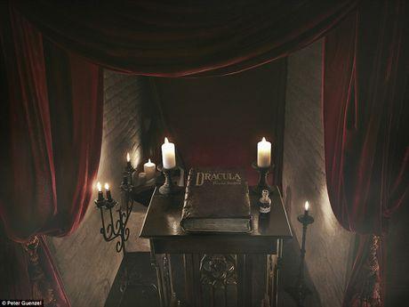 Lau dai ma ca rong Transylvania mo cua don khach vao dem Halloween - Anh 3