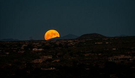 Chiem nguong 'Hunter's moon' roi sang bau troi the gioi - Anh 3