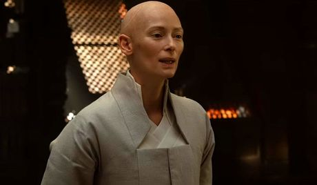 Khac biet cua nhan vat trong 'Doctor Strange' so voi truyen - Anh 4