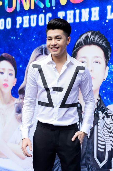 Noo Phuoc Thinh lam live show san van dong sau 8 nam ca hat - Anh 1