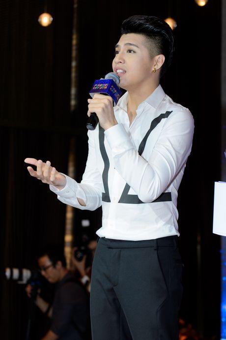 Noo Phuoc Thinh lam live show san van dong sau 8 nam ca hat - Anh 4