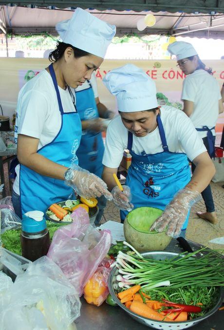 'Mam com thap lua yeu thuong' cua PV GAS chao 20/10 - Anh 4