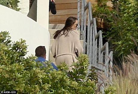 Angelina Jolie trong thanh thoi lan dau xuat hien sau ly hon - Anh 1