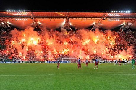 CDV Legia Warsaw hon chien KINH HOANG voi canh sat Madrid - Anh 2