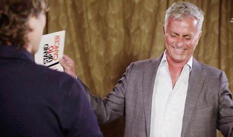 Jose Mourinho that bai trong cuoc thi DAC BIET voi... dien vien hai - Anh 4