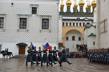 An tuong nghi thuc doi ca gac cua trung doan ve binh Kremlin - Anh 2