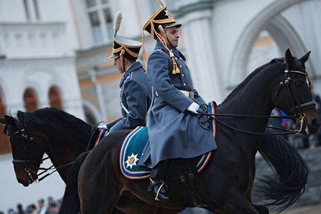 An tuong nghi thuc doi ca gac cua trung doan ve binh Kremlin - Anh 3