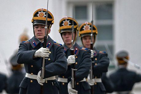 An tuong nghi thuc doi ca gac cua trung doan ve binh Kremlin - Anh 7