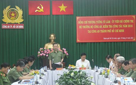 Bo truong Bo Cong an kiem tra tinh hinh ANTT tai TP HCM - Anh 1