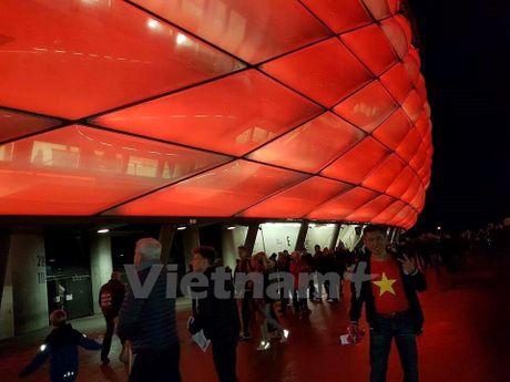 CDV Viet Nam rang ro tai Allianz Arena ngay Bayern huy diet PSV - Anh 1