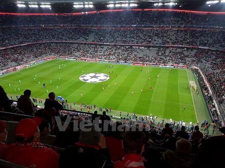 CDV Viet Nam rang ro tai Allianz Arena ngay Bayern huy diet PSV - Anh 6