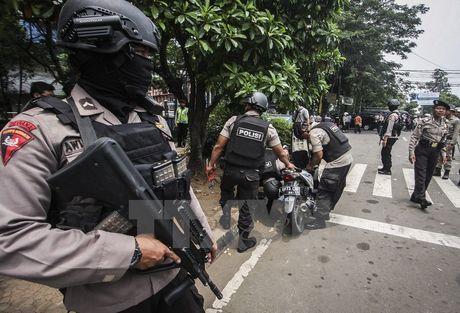 Canh sat Indonesia bi doi tuong nghi ung ho IS tan cong bang dao - Anh 1