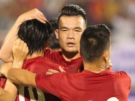 Bang xep hang FIFA: Viet Nam vuot Thai Lan, top 10 bien dong - Anh 1