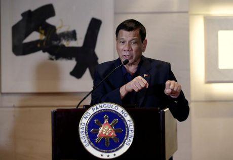 Ong Duterte noi phan quyet Bien Dong chi la mau giay - Anh 1
