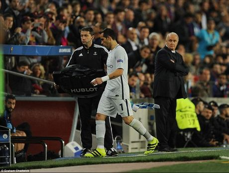 Barcelona 4-0 Man City: Messi va Bravo khien Pep chet lang o Camp Nou - Anh 4