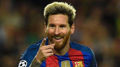 'Messi thi dau nhu dang choi dua o san truong' - Anh 1
