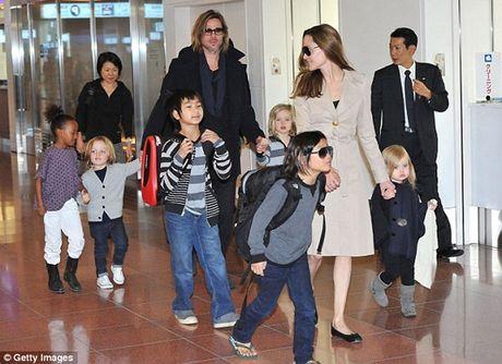 Angelina Jolie bi to dung con chong lai Brad Pitt - Anh 4