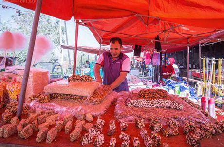 Canh mua ban nhon nhip tai mot phien cho o Tan Cuong - Anh 10