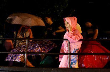 Kinh hoang sieu bao Haima tan pha Philippines - Anh 10