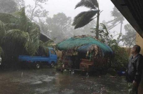 Kinh hoang sieu bao Haima tan pha Philippines - Anh 11