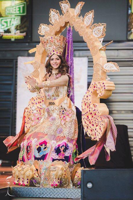 Nguyen Thi Loan lot top 10 trang phuc dan toc dep nhat Miss Grand International 2016 - Anh 10