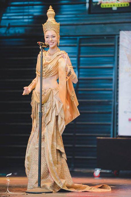 Nguyen Thi Loan lot top 10 trang phuc dan toc dep nhat Miss Grand International 2016 - Anh 2