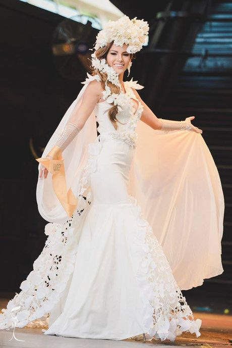 Nguyen Thi Loan lot top 10 trang phuc dan toc dep nhat Miss Grand International 2016 - Anh 5