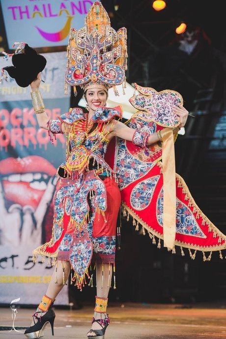 Nguyen Thi Loan lot top 10 trang phuc dan toc dep nhat Miss Grand International 2016 - Anh 6
