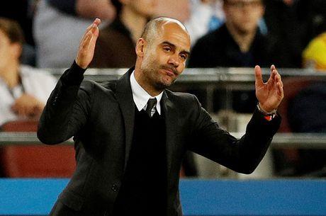 Pep Guardiola: 'Sau chiec the do, tran dau da ket thuc' - Anh 1
