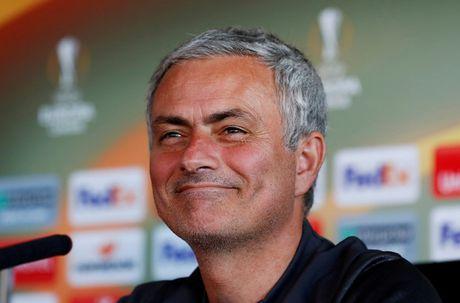Mourinho: 'Pogba hay Ibrahimovic van se bi loai nhu thuong' - Anh 1