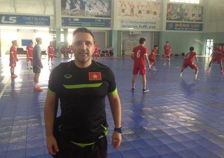 Cuu HLV truong tuyen futsal Viet Nam Bruno Garcia dan dat tuyen Nhat Ban - Anh 2