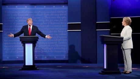 "Hillary Clinton noi Donald Trump la ""con roi"" cua Tong thong Nga Putin - Anh 1"
