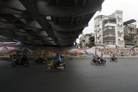 Nhip song sat ben duong tau trong long Ha Noi - Anh 13