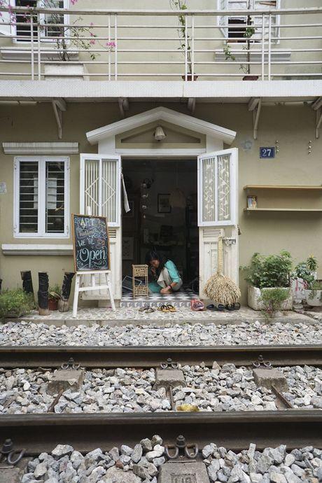 Nhip song sat ben duong tau trong long Ha Noi - Anh 5