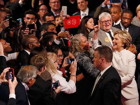 Ba Clinton thong tri cuoc tranh luan cuoi - Anh 2