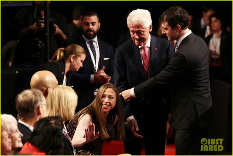 Dem tranh luan cuoi, nha Clinton canh giac ti phu Trump - Anh 2