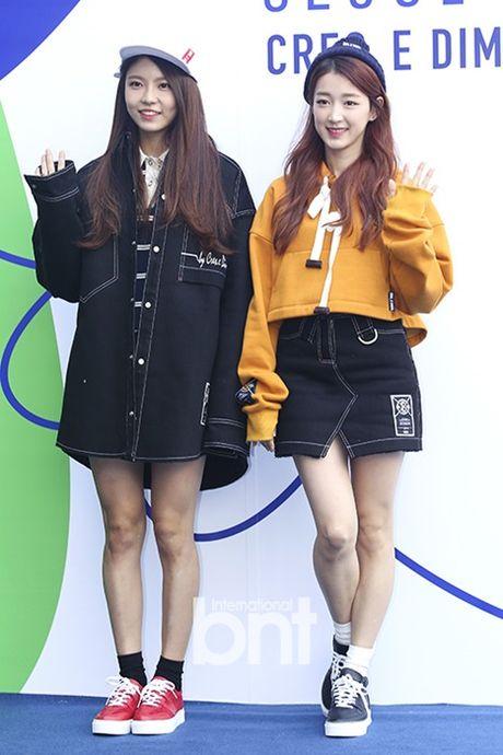 Hyo Yeon lo chan ngan, bung mo tai Seoul Fashion Week - Anh 10