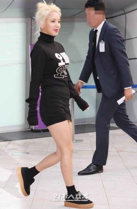 Hyo Yeon lo chan ngan, bung mo tai Seoul Fashion Week - Anh 1