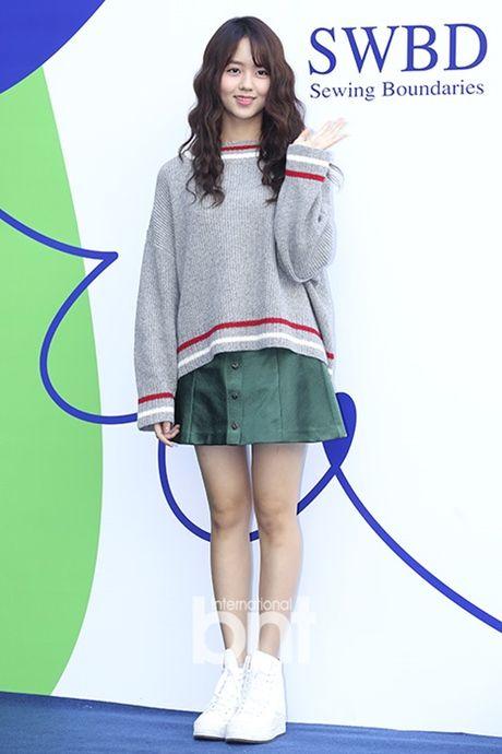 Hyo Yeon lo chan ngan, bung mo tai Seoul Fashion Week - Anh 3